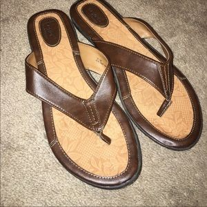 B.O.C. Brown Thong Sandals Size 10 LIKE NEW $23